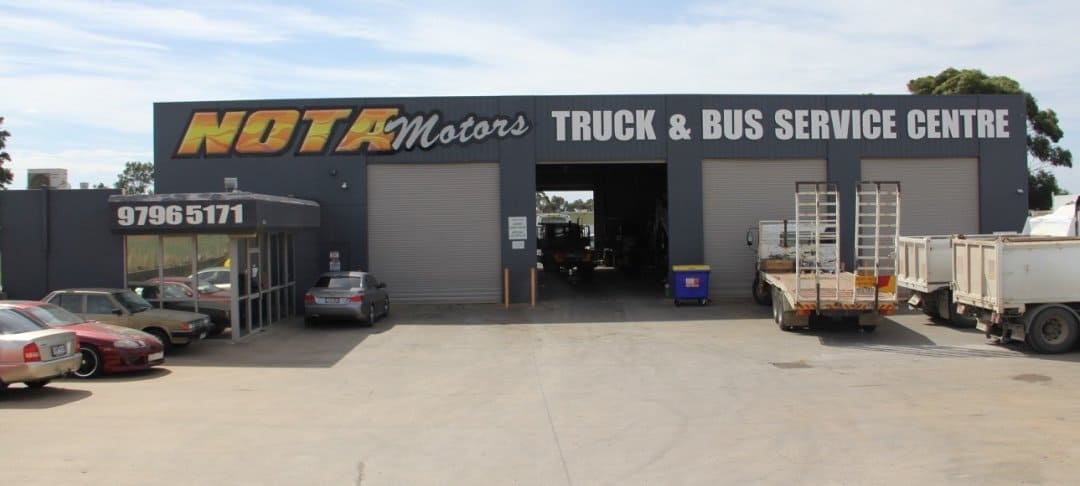 bus-mechanic-truck-repair-truck-service-truck-mechanic